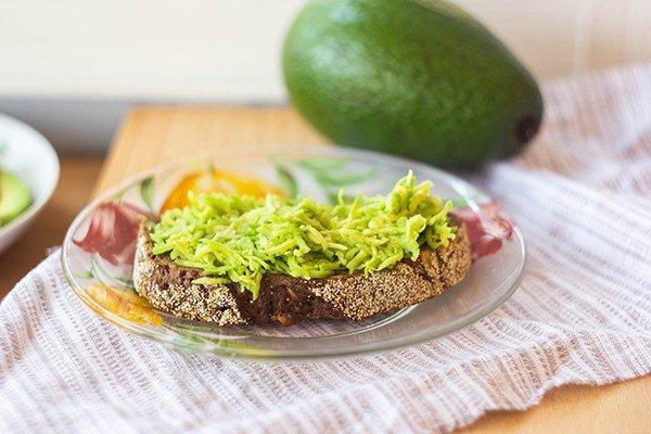 Вкусный и полезный бутерброд с авокадо