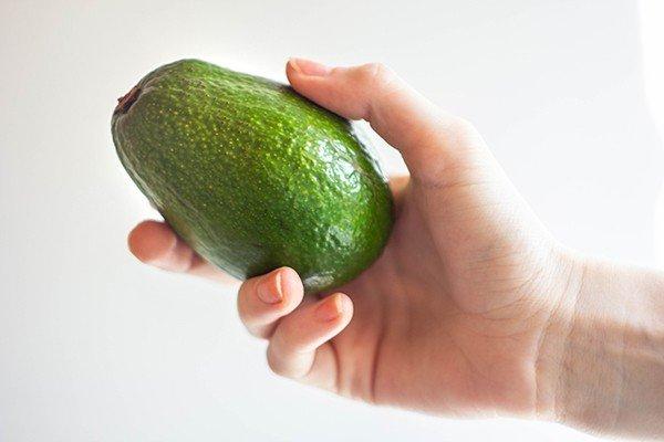 Спелый плод авокадо фото