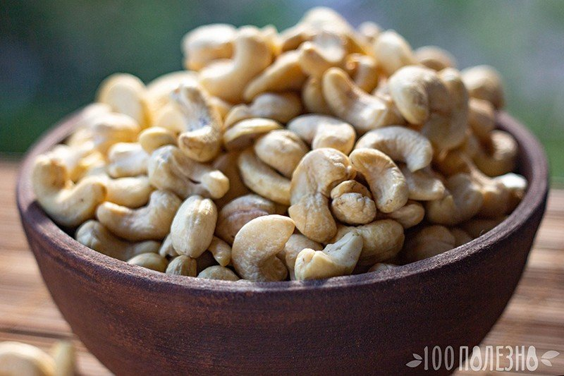 Орешки кешью в миске