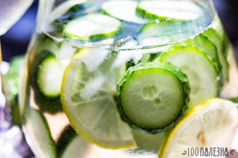 Огуречная вода для лица из остатков напитка