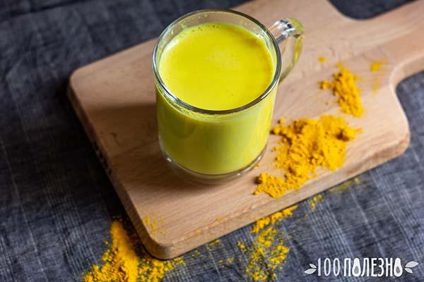 Золотое молоко из куркумы в чашке