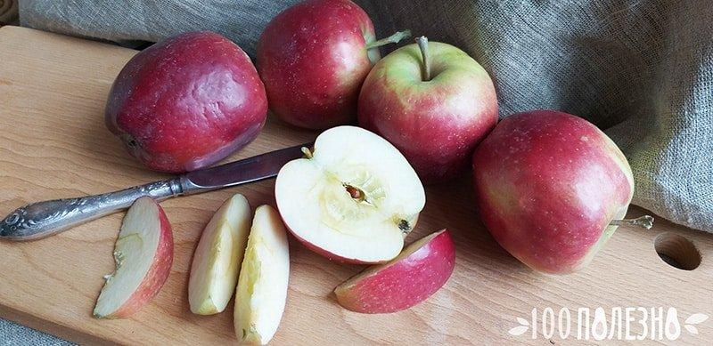 Красные яблоки целые и дольками
