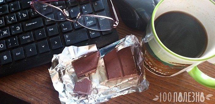 Кофе и шоколоадка - быстрый перекус на рабочем месте