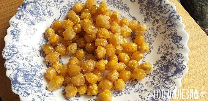жареные зерна нута в сладкой глазури