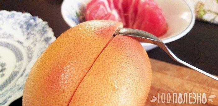 разделение грейпфрута на половинки ложкой