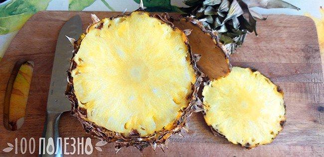 Разрезанный плод ананаса