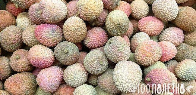 экзотические ягоды на прилавке