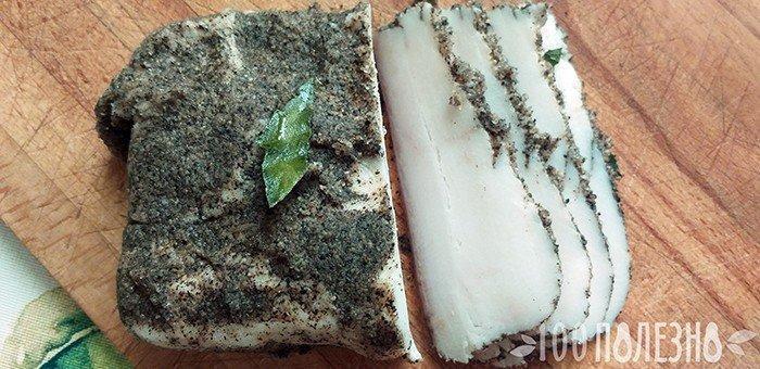 Соленое сало с перцем и лавровым листом