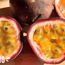 Маракуйя (фрукт): как его едят, и чем он полезен?