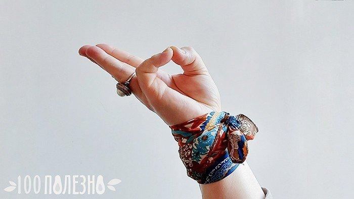 рука с ногтями без заусенцев