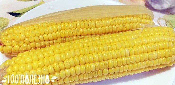 фото вареной кукурузы на тарелке