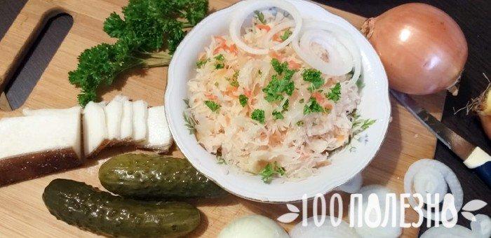 сало, соленые огурцы, лук и кислая капуста