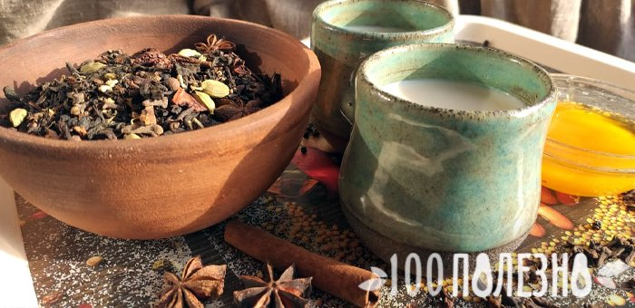 молочный чай масала и приправы в глиняной миске