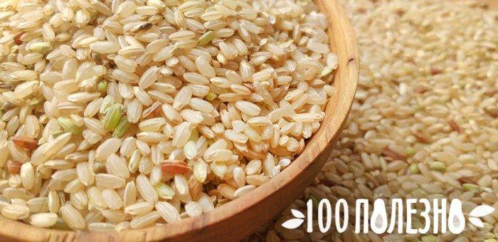 рис коричневый в деревянной мискке