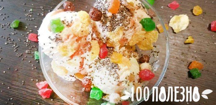 мороженое с топингом