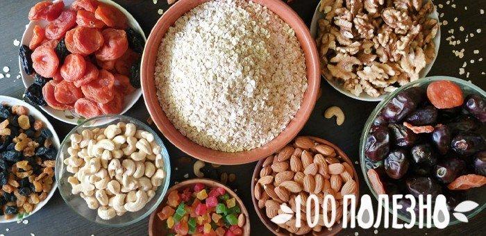 сухофрукты, орехи, цукаты и овсяные хлопья