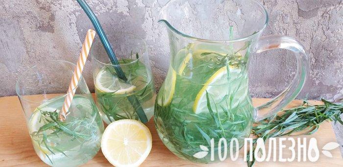 """Напиток """"Тархун"""" в кувшине с лимоном и свежим эстрагоном"""
